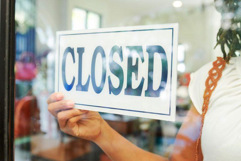 closed sign in restaurant window